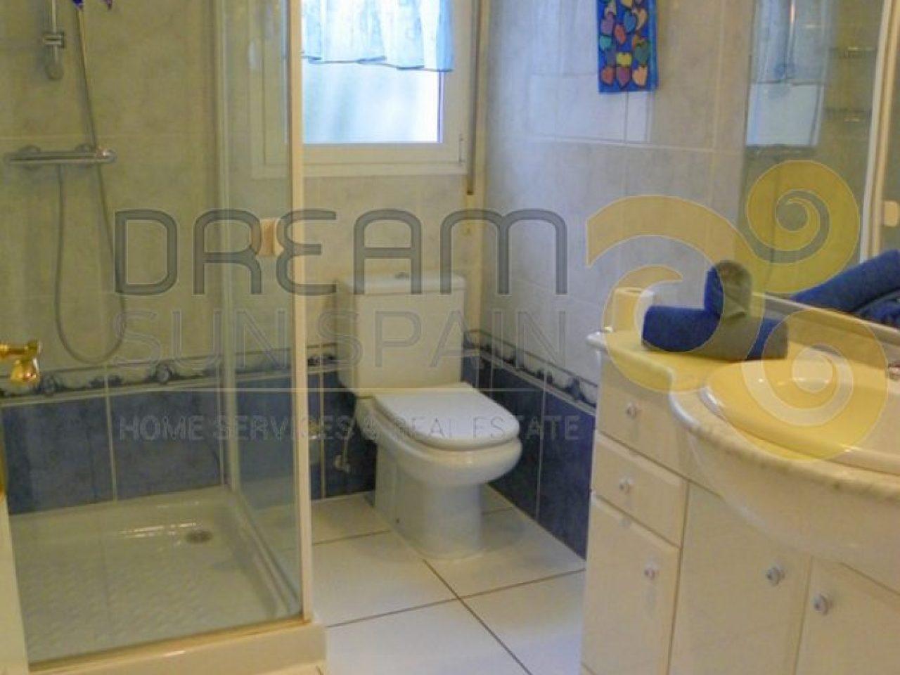 Cuarto de baño con duchaBathroom with shower