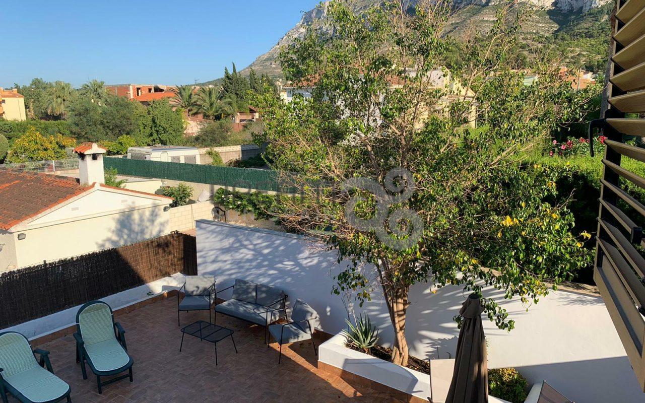 Adosado con 4 dormitorios y piscina privada en Denia
