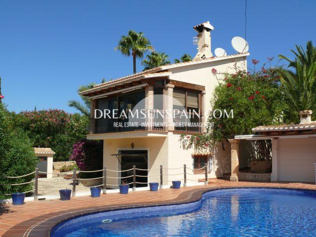 Villa con piscina en Dénia