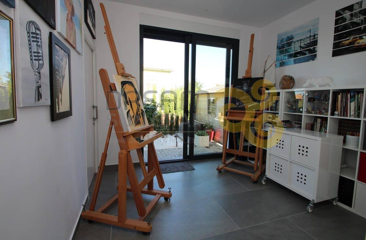 villa-de-lineas-modernas-cerca-del-casco-urbano-de-denia